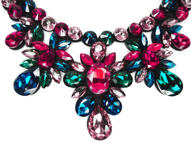Halsband med ljusa kristallsmycken arkivbilder