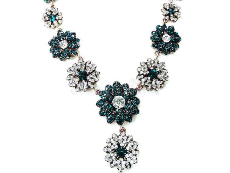 Halsband med ljusa kristallsmycken royaltyfria bilder