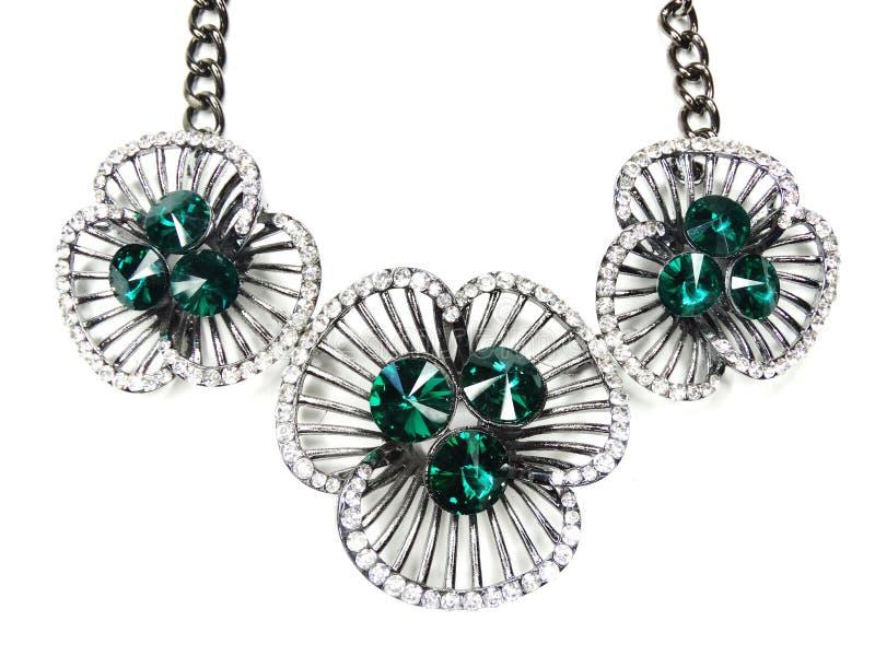 Halsband med ljusa kristallsmycken royaltyfria foton
