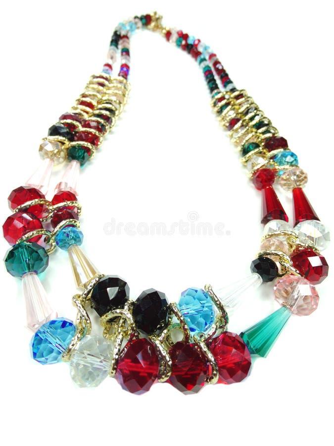 Halsband med ljusa kristallsmycken arkivfoto