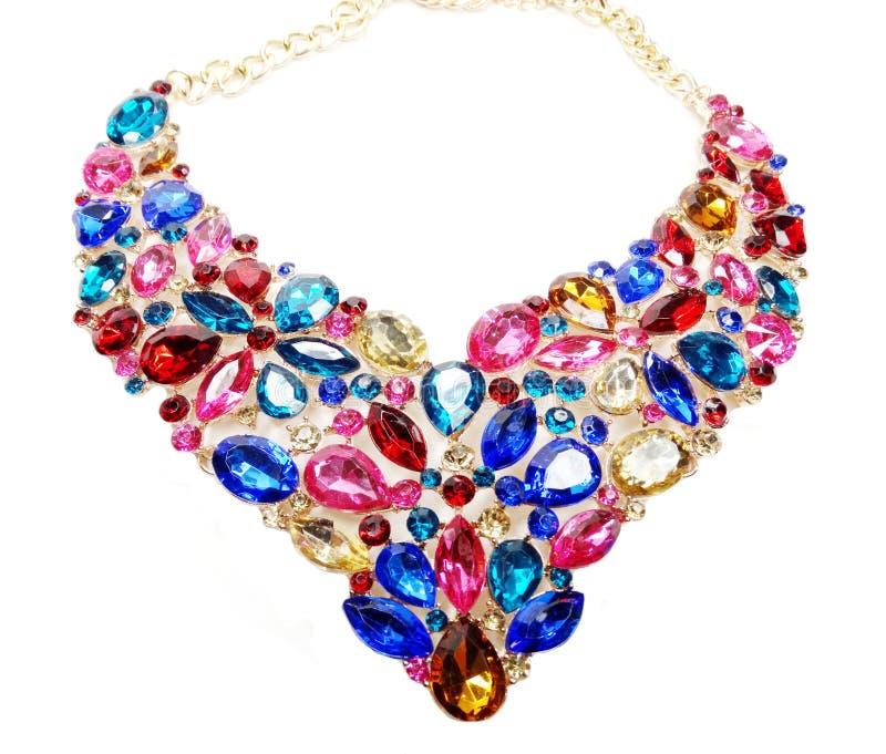 Halsband med ljusa kristallsmycken royaltyfri bild