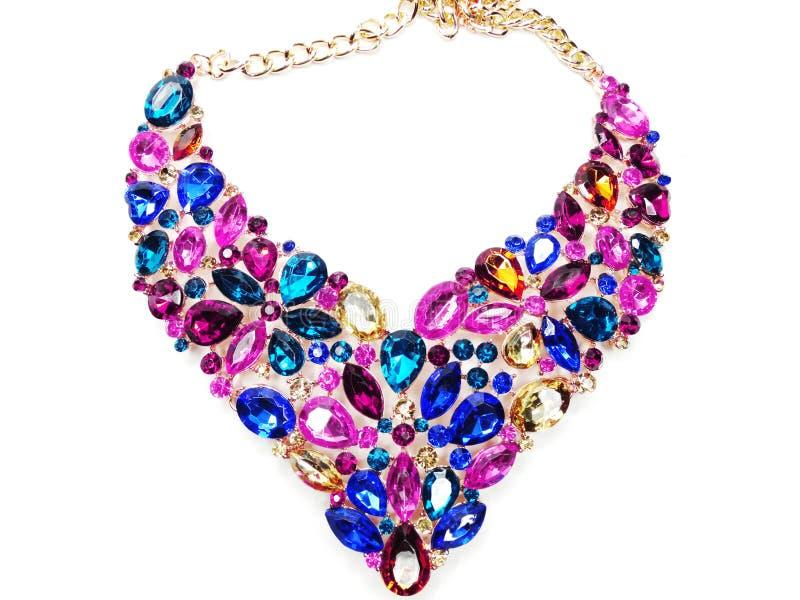Halsband med ljusa kristallsmycken arkivfoton