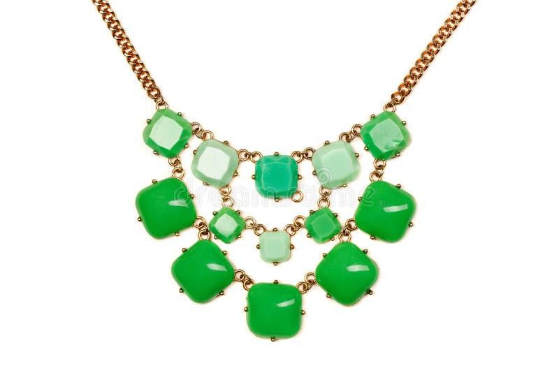 Halsband met groene stenen stock afbeeldingen