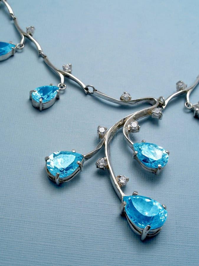 Halsband met saffieren stock afbeeldingen