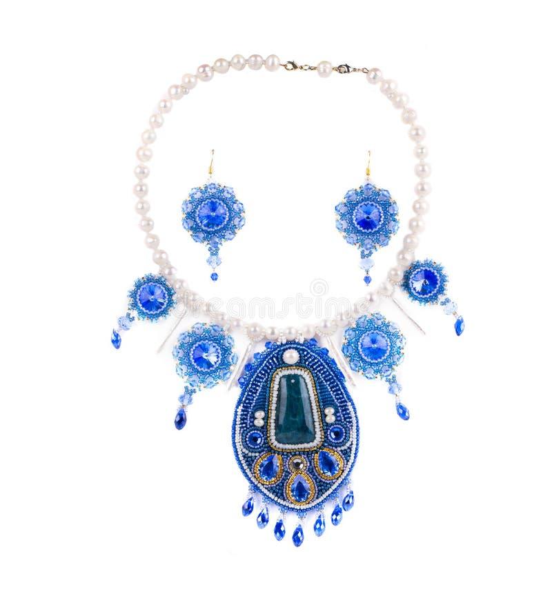 Halsband och örhängen royaltyfria bilder