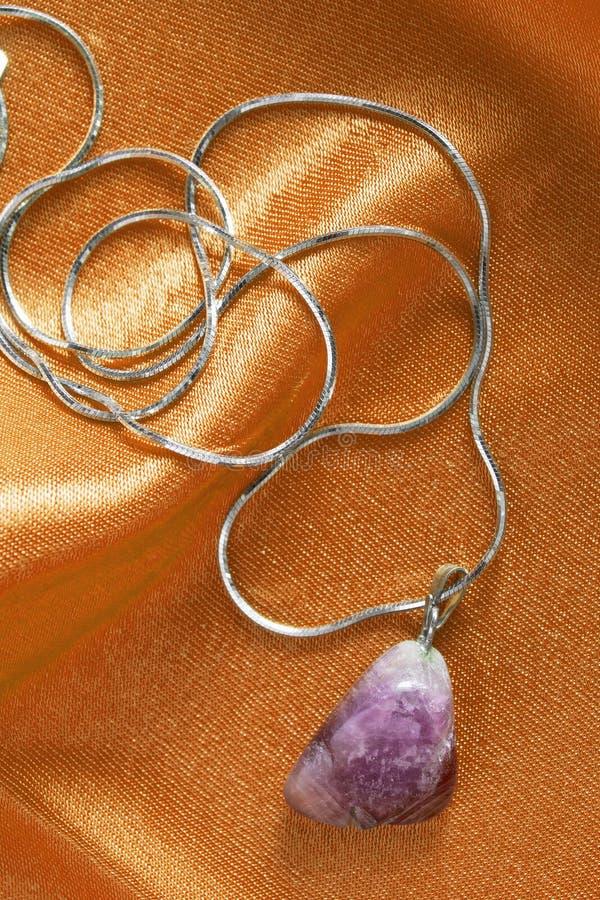 Halsband op satijn stock afbeelding