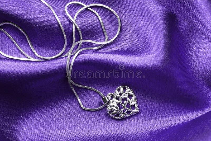 Halsband op satijn royalty-vrije stock afbeeldingen
