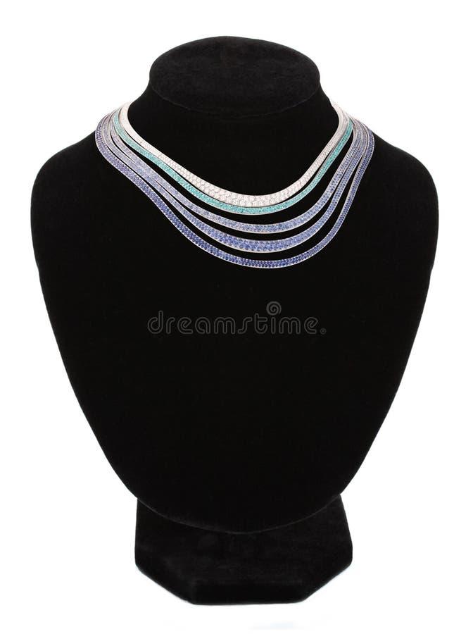 Halsband på den svarta skyltdockan som isoleras på vit arkivfoto