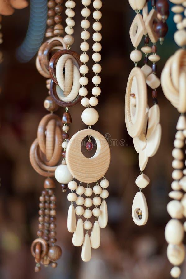 Halsband som göras av trä fotografering för bildbyråer