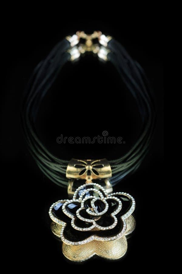 halsband svart blomma fotografering för bildbyråer