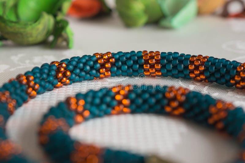 Halsbandfragment från pärlor royaltyfri foto