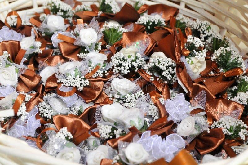 Halsbekleidung mit Blumen für Dekoration an den Hochzeiten stockbilder
