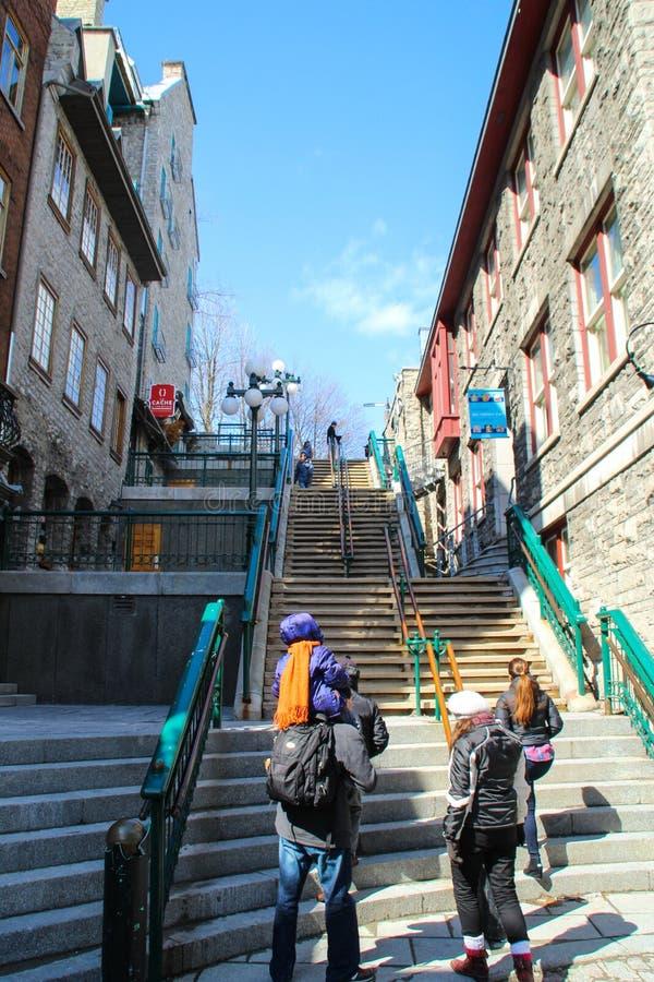 Halsbrekende treden die Quartier-Petit-Champlain van lagere stad verbinden met Hogere stad in de Oude stad van Quebec stock foto
