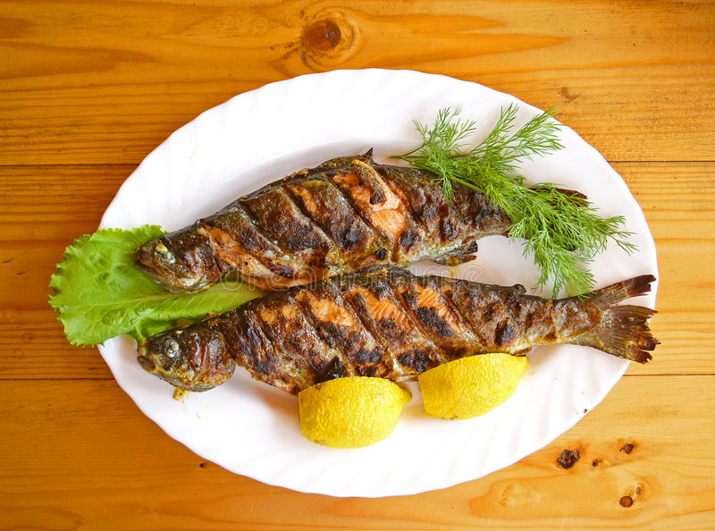 halstrad fisk arkivfoton