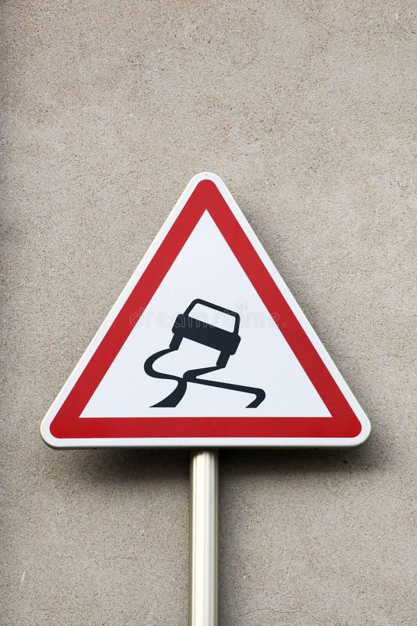 Halt när vått vägmärke arkivbilder