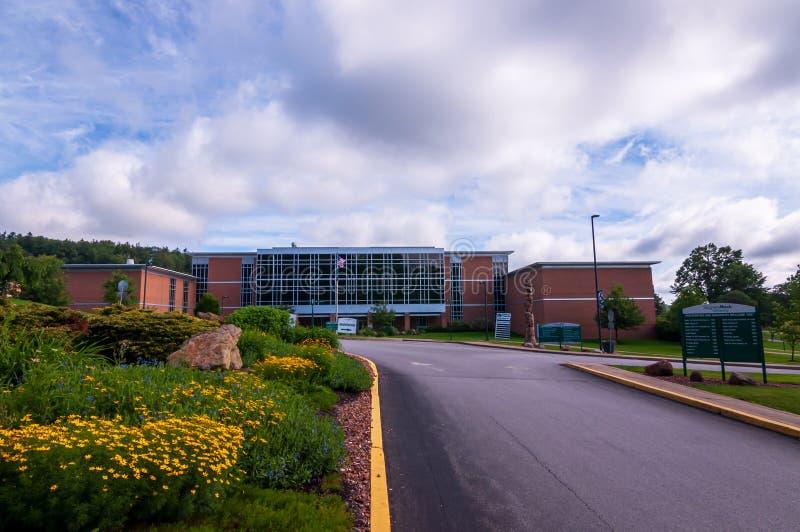 Halt vagga, Pennsylvania, USA 6/21/2019 den avancerade teknologin, och vetenskap Hall på universitetsområdet av halt vaggar unive arkivfoto