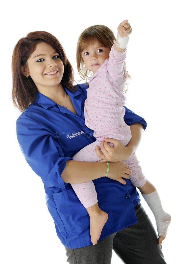 Halten eines jungen Patienten stockfotos