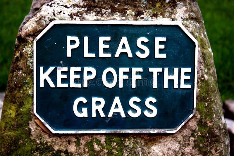 Halten Sie bitte weg vom Gras lizenzfreie stockfotografie
