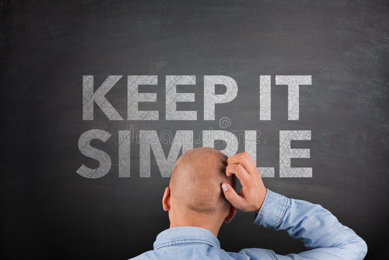 Halten Sie es einfaches Konzept auf Tafel lizenzfreies stockfoto