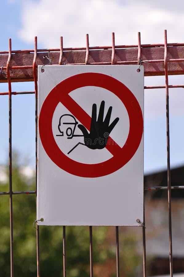 Halten Sie Zeichen an einer Baustelle ab lizenzfreies stockbild