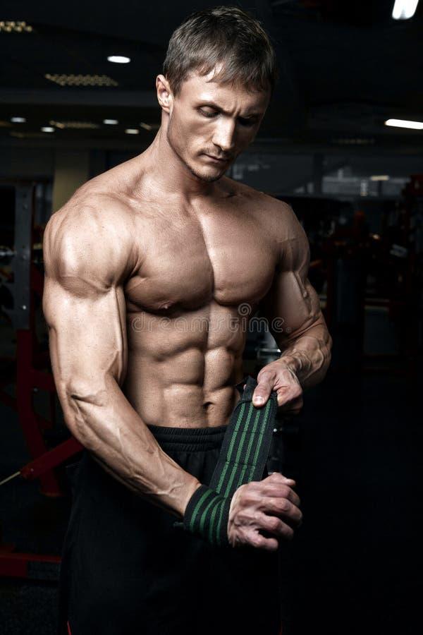 Halterofilista atlético muscular fotos de stock