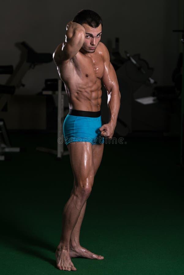 Halterofilista Front Abdominal Thigh Poses de execução fotografia de stock