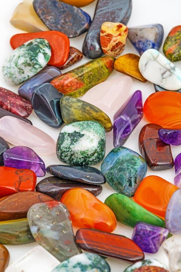 Halvädla naturliga stenar royaltyfri bild