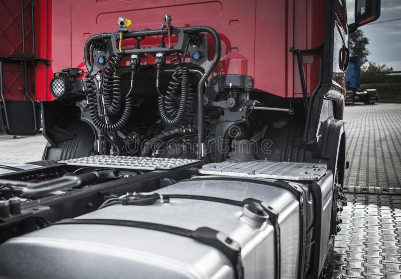 Halv lastbil under underhåll royaltyfria foton