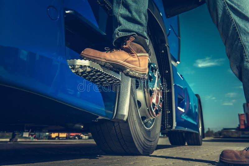Halv lastbilsförare Concept royaltyfria bilder