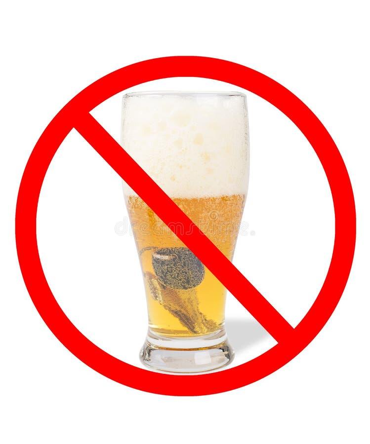 Halv liter av öl med biltangenter i den med ett inget symbol royaltyfri fotografi