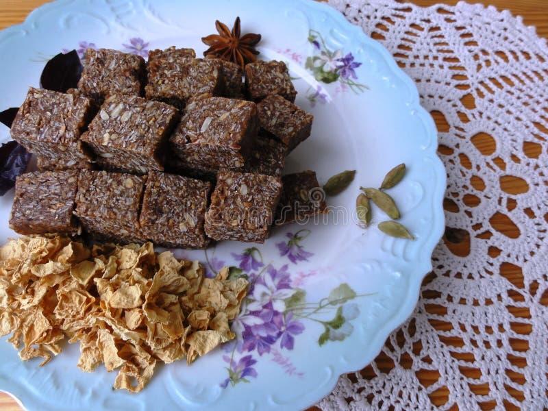 Halva燕麦玫瑰花瓣可可粉豆蔻果实,八角 库存照片