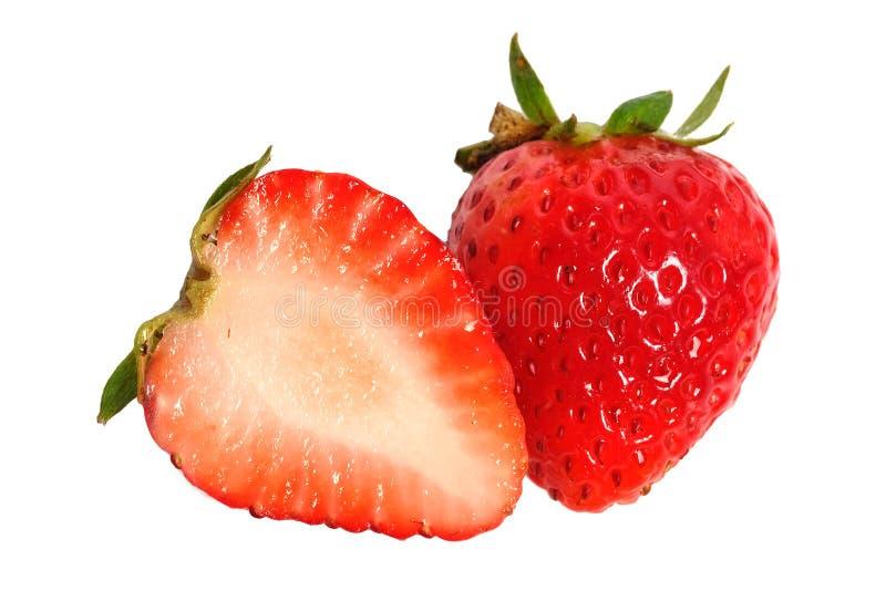 halva av den sunda mogna enkla en jordgubben som isoleras på vit bakgrund royaltyfri foto