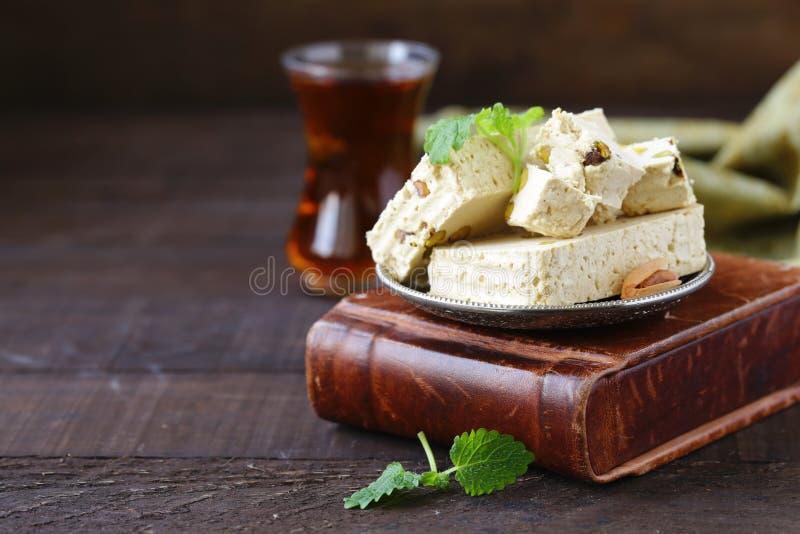 Halva avec des pistaches photographie stock