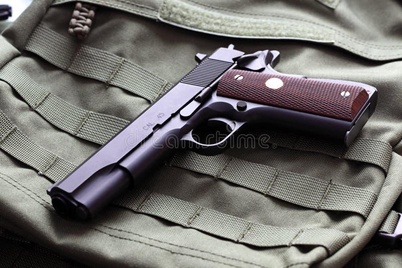 Halvautomatisk .45 kaliberpistol arkivbild