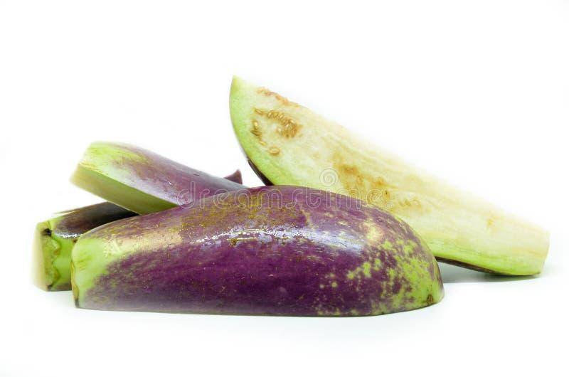 Halve besnoeiing en gesneden aubergine stock foto's