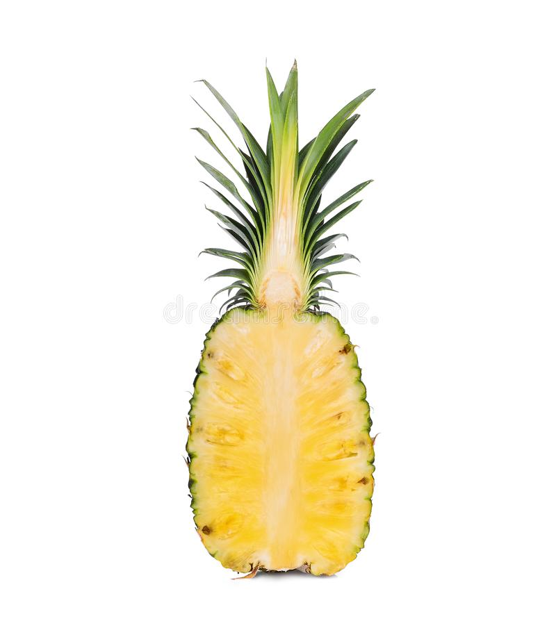 Halve besnoeiings rijpe die ananas op wit wordt geïsoleerd stock afbeeldingen