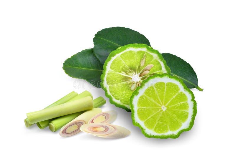 Halve die bergamot, bergamotblad en sliecd citroengras op wit wordt geïsoleerd royalty-vrije stock foto