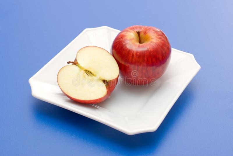 Halve en gehele appel royalty-vrije stock foto's