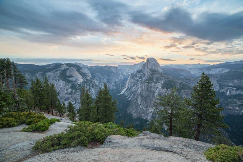 Halve Koepel in Nationaal Park Yosemite royalty-vrije stock afbeeldingen