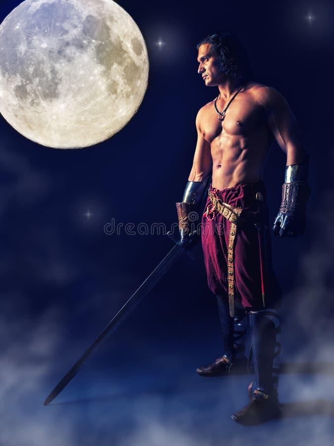 Halve naakte strijder met een zwaard op de mysticusachtergrond stock afbeelding
