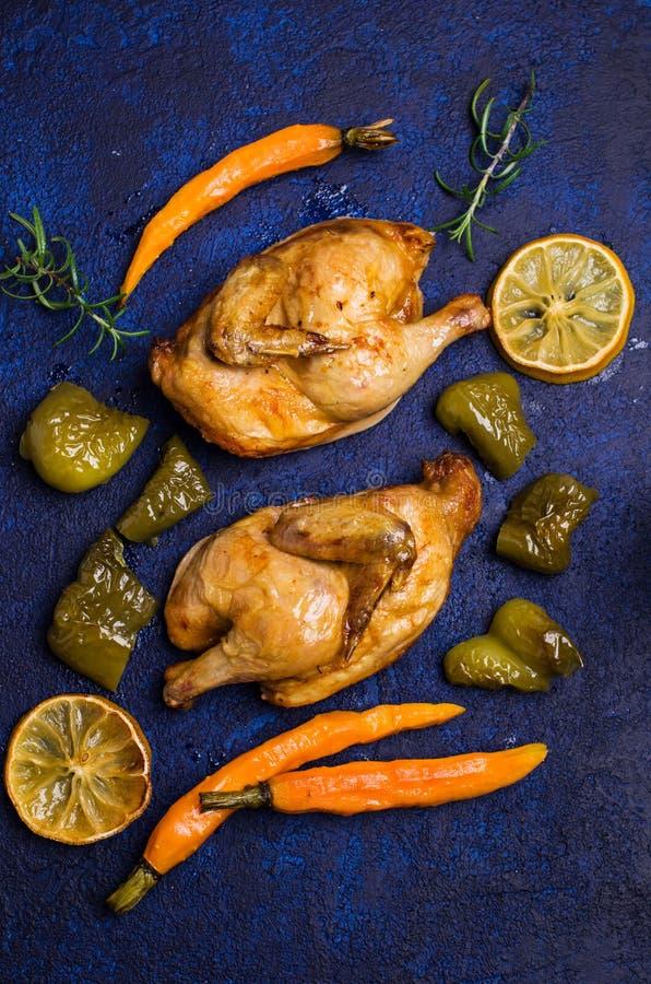 Halved coció el pollo fotos de archivo