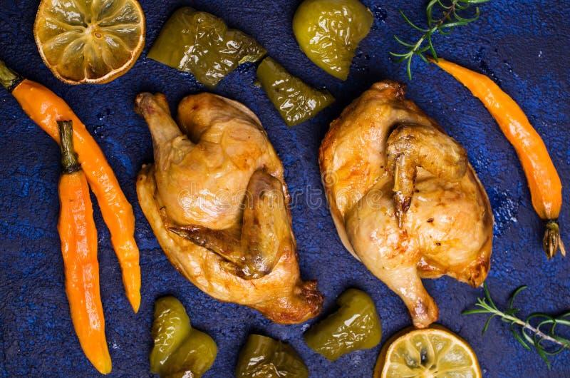 Halved coció el pollo fotografía de archivo