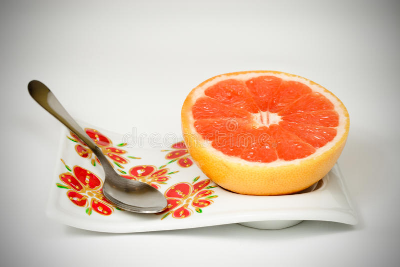 Halverad röd grapefrukt arkivfoto