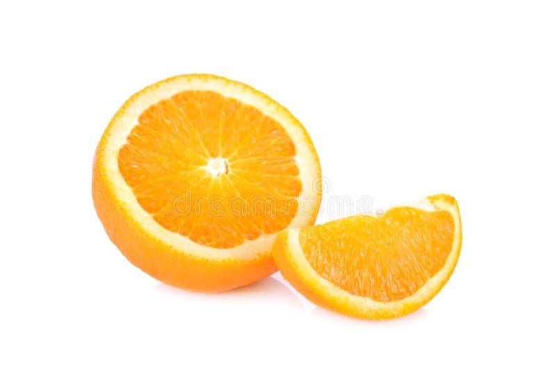 Halvt och delen klipp den nya navel-/Valencia apelsinen på vit backgr arkivfoto