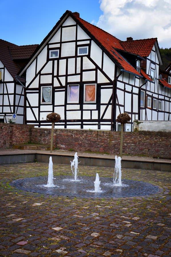 Halvtids hus och gjuterier i Bodenwerder, Tyskland royaltyfria bilder
