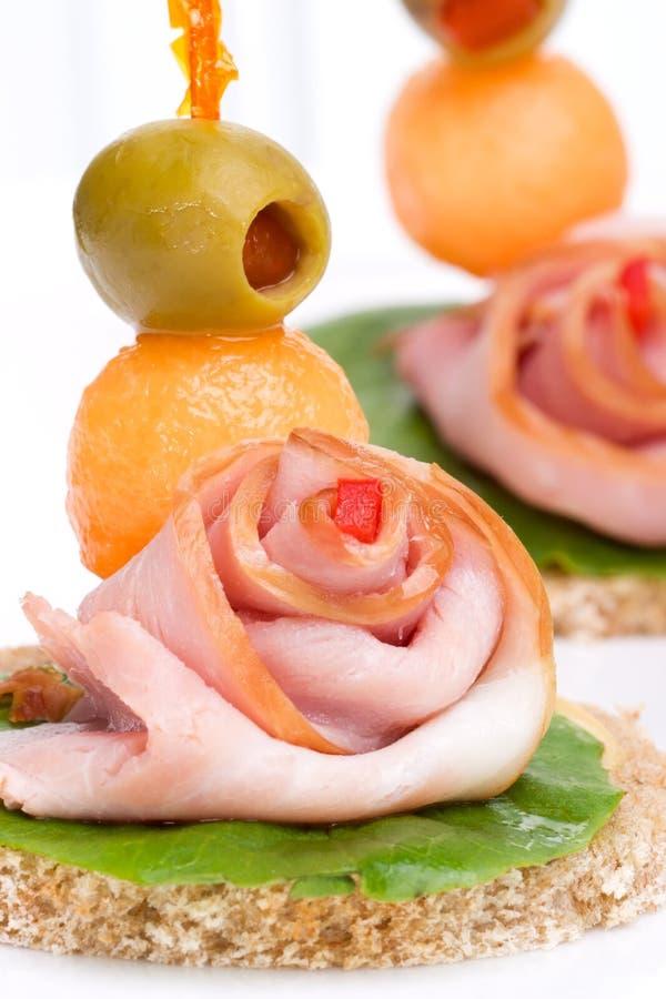 Ham canapes royalty-vrije stock afbeeldingen