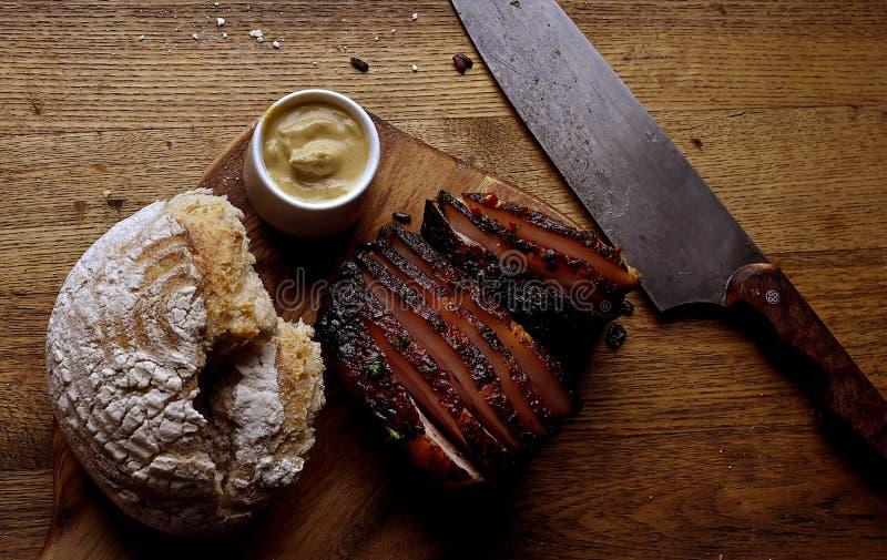 Ham en brood stock afbeelding