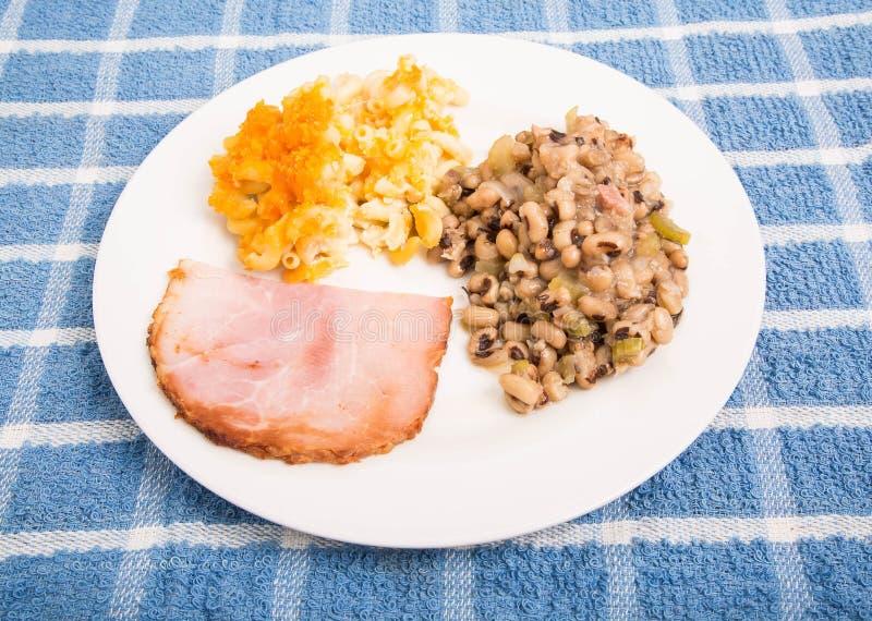 Ham Mac et fromage et Black Eyed Peas découpés en tranches photo stock