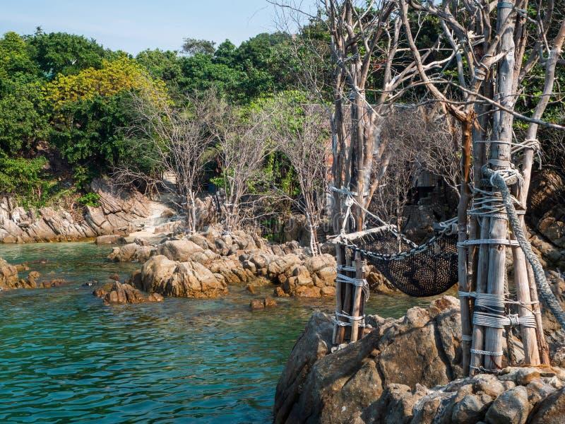 Hamac de corde par la mer photos stock