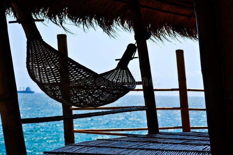 Hamac en bambou sur une hutte en bambou photo stock